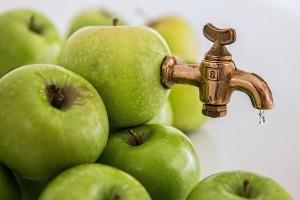 Voda, ovocné šťávy