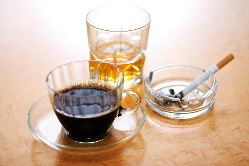 alkohol, tabák a káva jsou kyselinotvorné