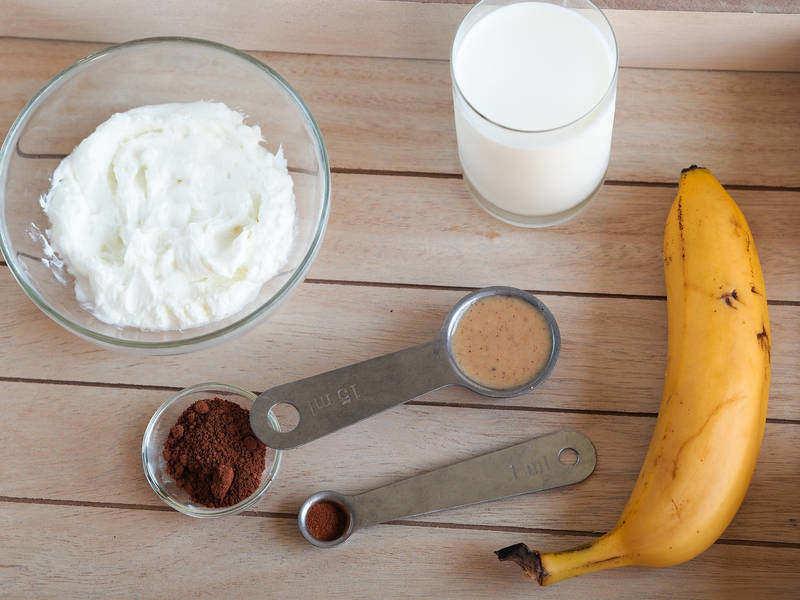 suroviny na kakaovo-banánové smoothie
