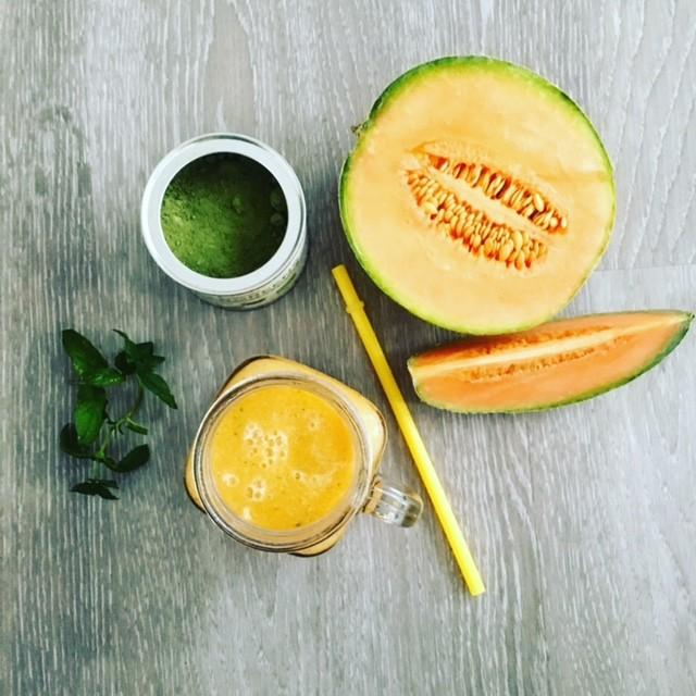 smoothie z manga a žlutého melounu