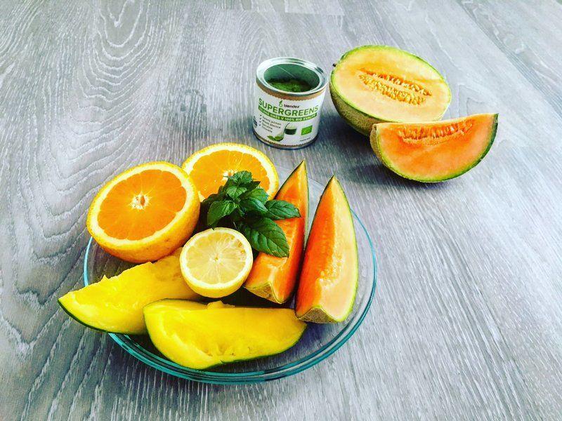 melounové smoothie s mangem a citrusy