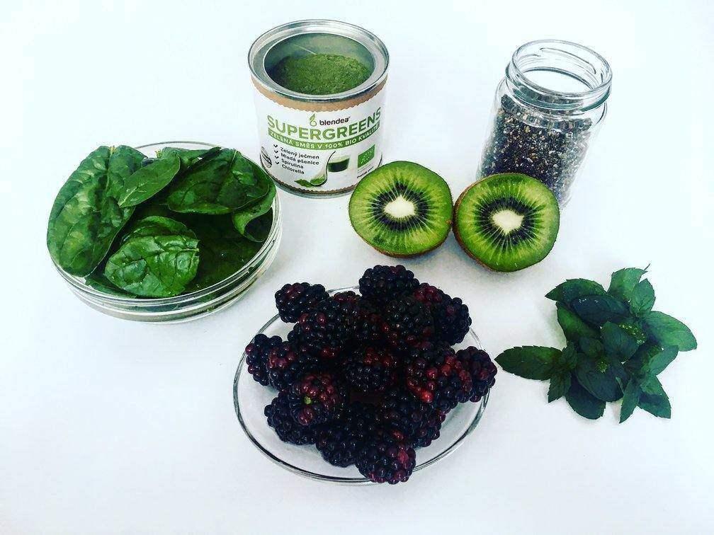 ostružiny, kiwi a špenát