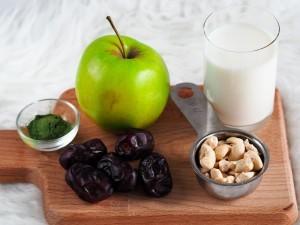 jablečné smoothie s datlemi