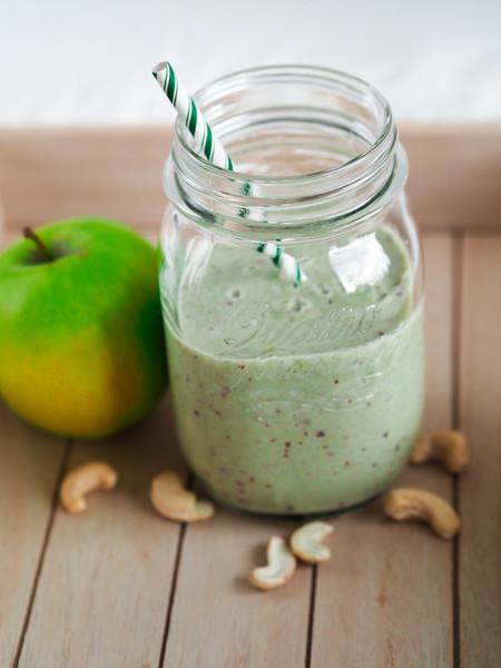 jablečné smoothie s kešu ořechy