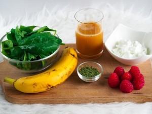 suroviny na špenátovo-malinové smoothie