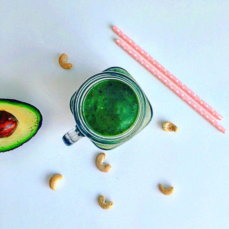 avokádové smoothie s kešu ořechy