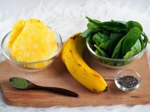 suroviny na ananasovo-špenátové smoothie
