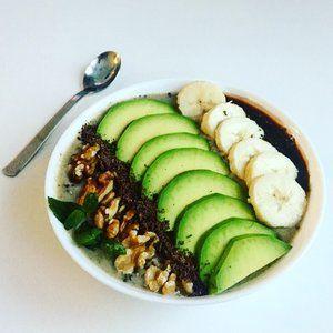 Avokadovo-hruskova smoothie bowl