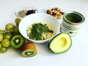 Jahlova smoothie bowl s Blendea SUPERGREENS