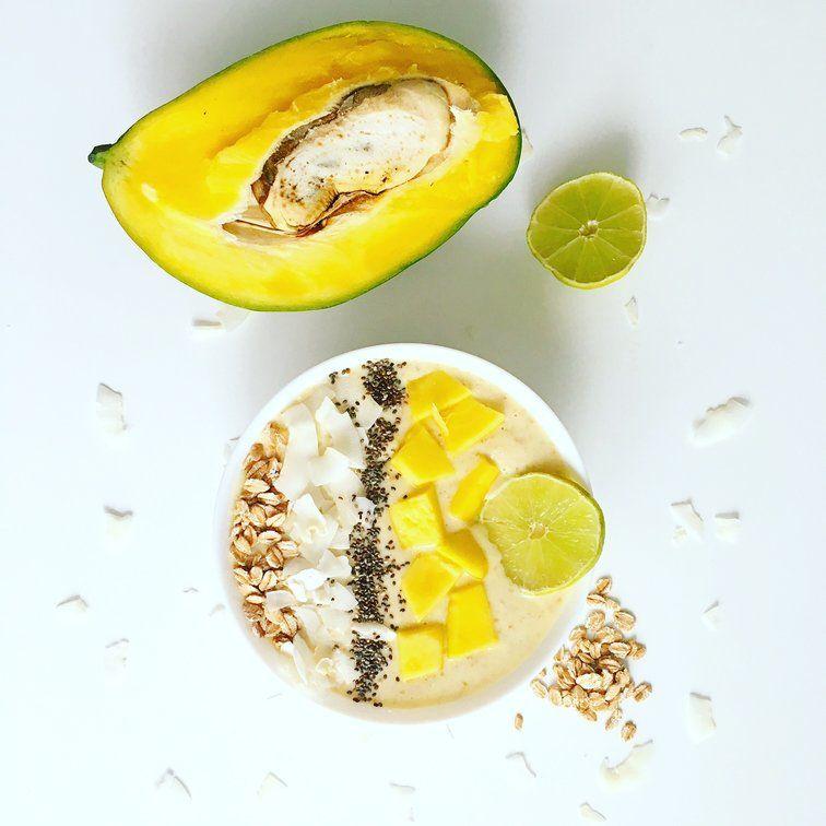 mangovo-tvarohová smoothie bowl