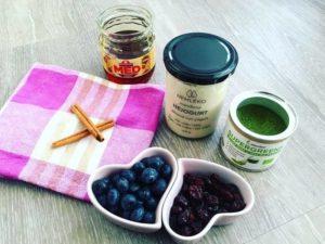 Nejogurt, borůvky a brusinky