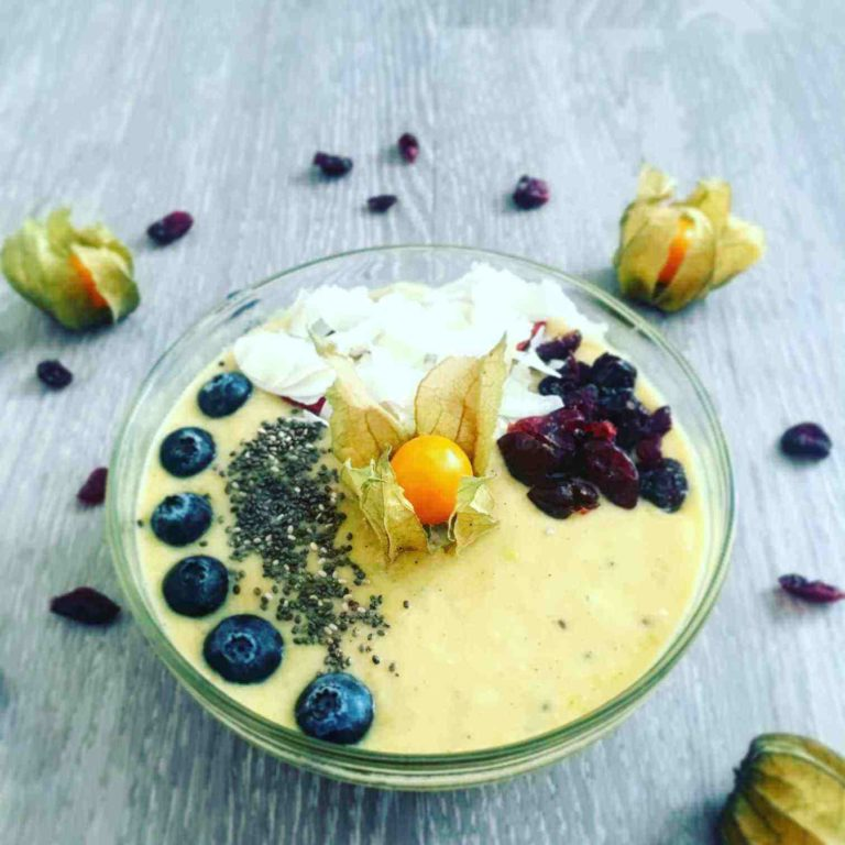 ovocná vitaminova smoothie bowl