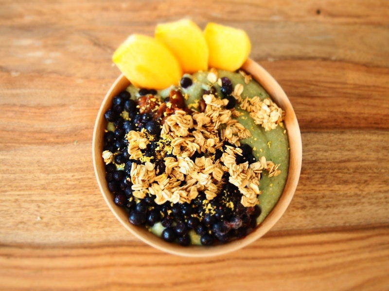kokosová smoothie bowl