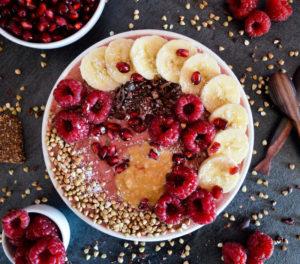smoothie bowl s ovocem