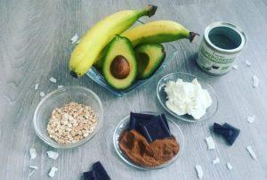 avokádo a banány
