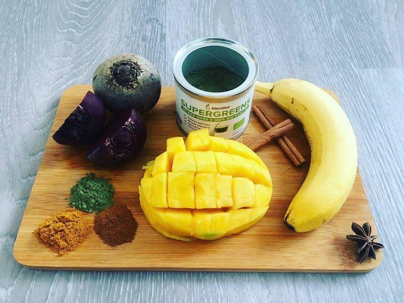 červená řepa, banán, mango a koření