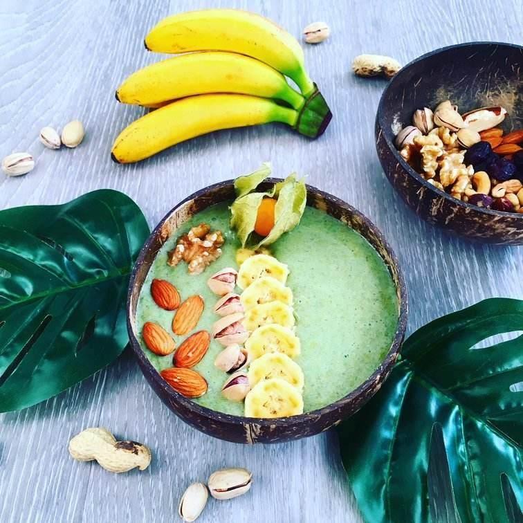 ořechovo-banánová smoothie bowl
