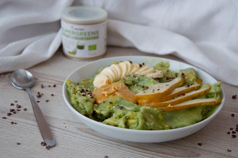 zelená zmrzlina s blendeou
