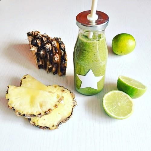 ananasové smoothie s kurkumou