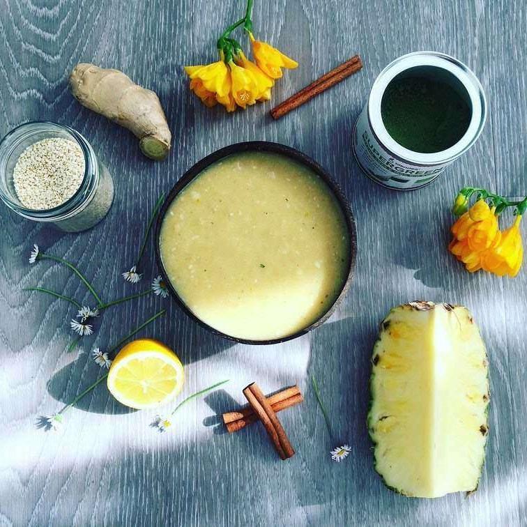 hrušková smoothie bowl se zázvorem