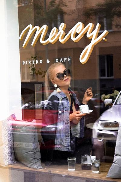 Veronika Tázlerová na kafe