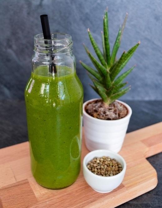 špenátové smoothie s kiwi a semínky