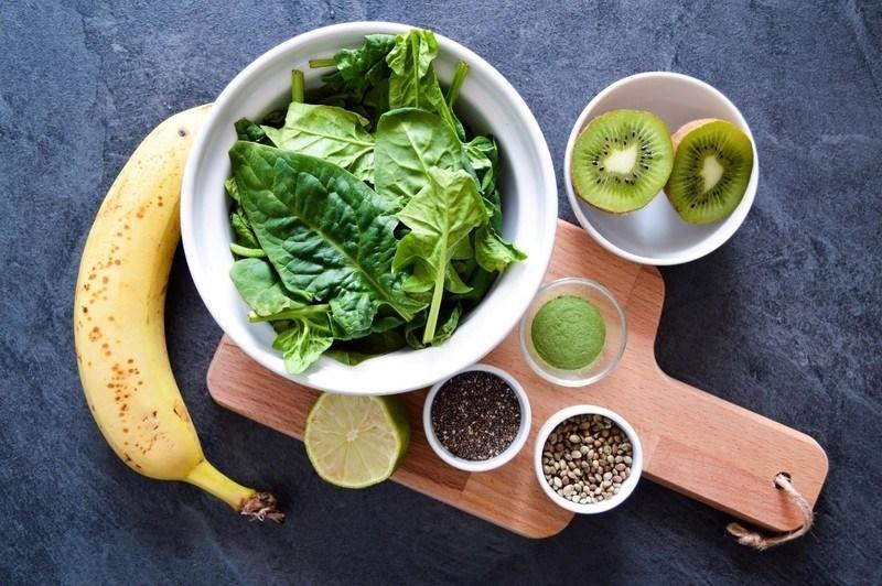 špenátové smoothie se semínky