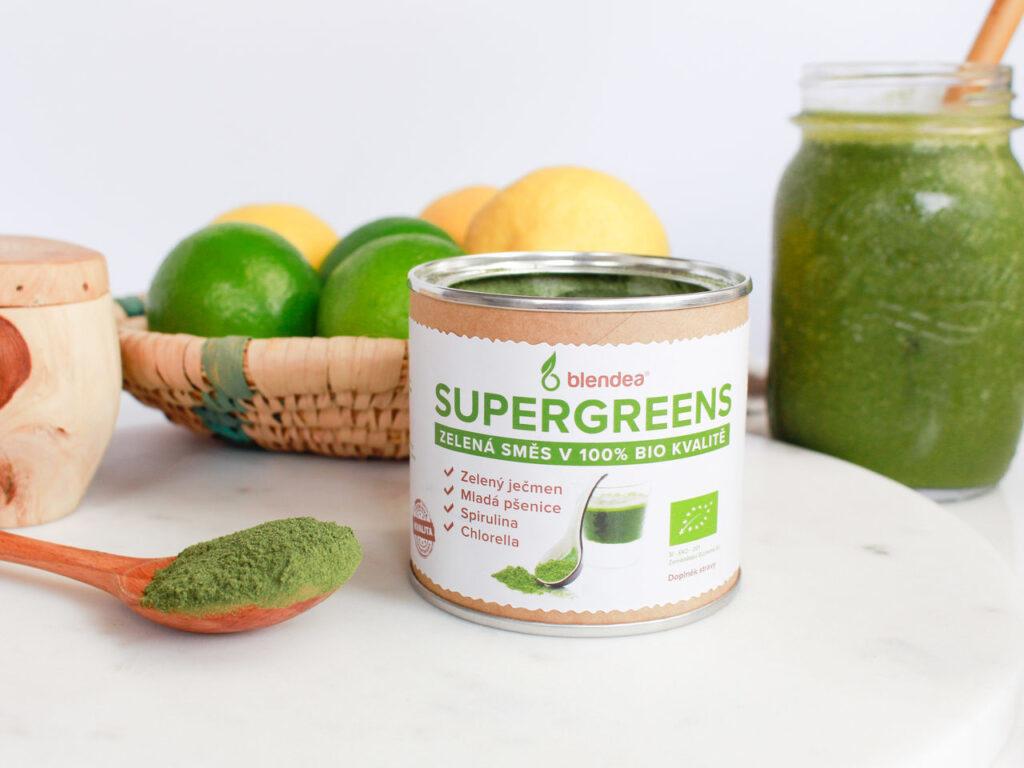 ovocné tropické smoothie