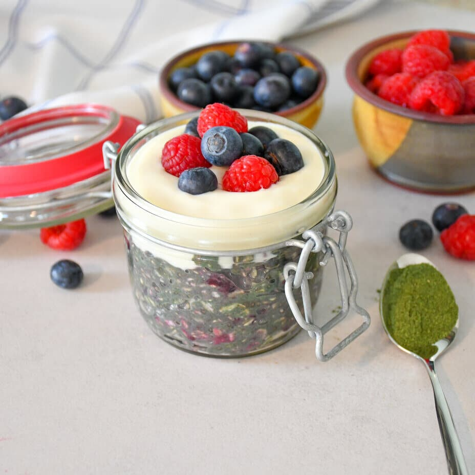 overnight oats s ovocem